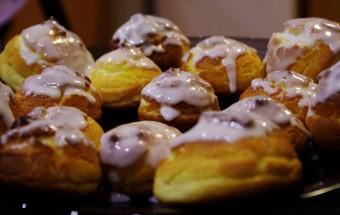 Choux à la chantilly vanille avec un nappage au sucre glace